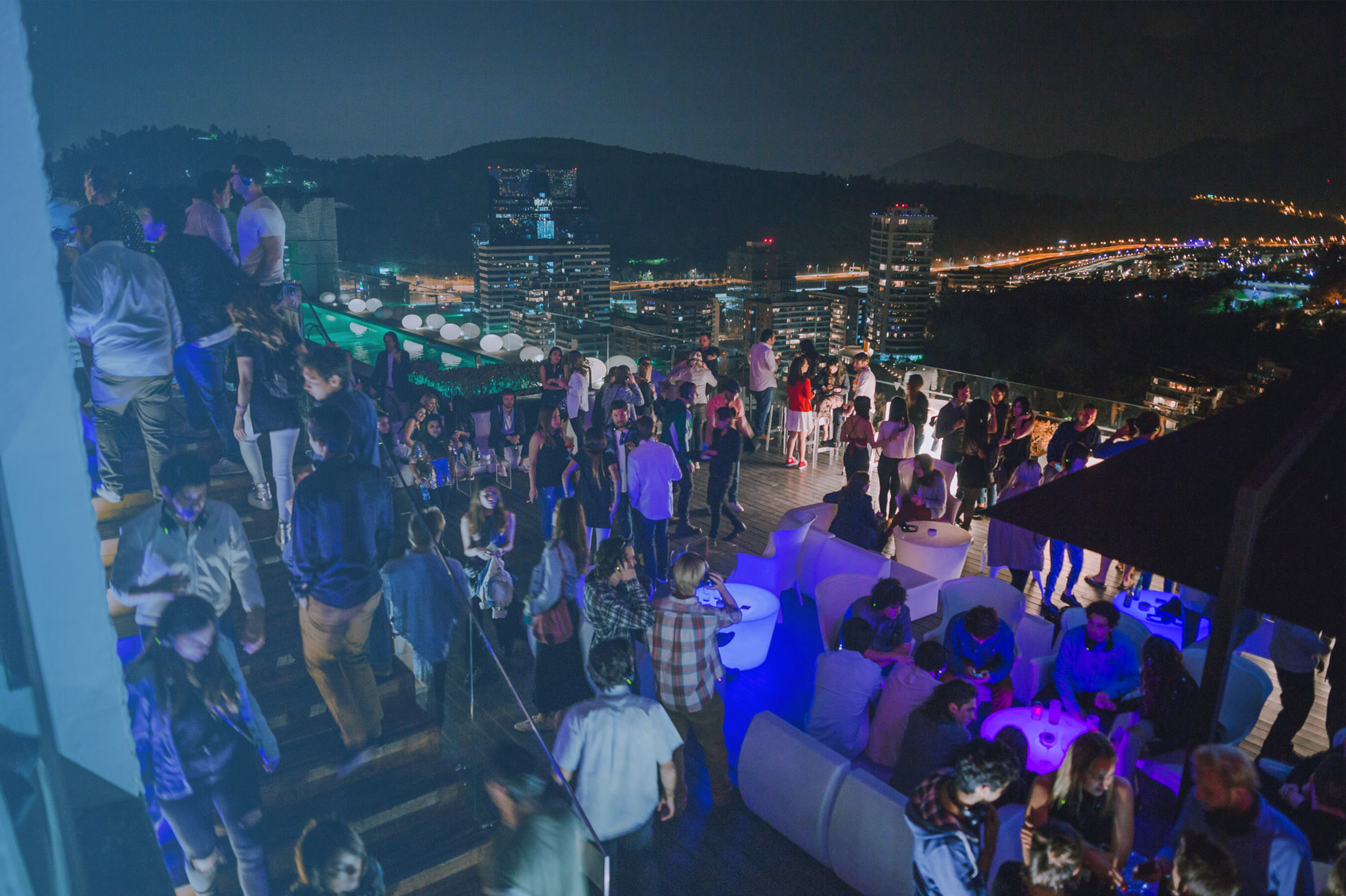 exchange students parties in santiago